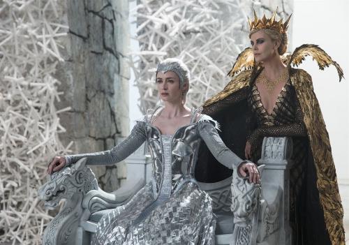 Le chasseur et la reine des glaces soeurs rivales.jpg